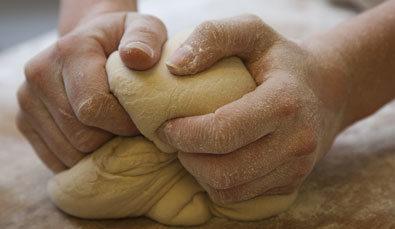 pétrissage pate a pain a la main