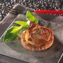 Tartine de foie gras poêlé sur son lit de pommes rôties à la vanille