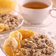 Porridge aux flocons d'avoine, banane et amandes