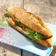 Sandwich végétarien aubergine tomate mozzarella